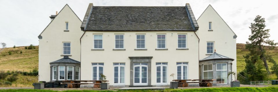 Luxurious country house - sleeps 21