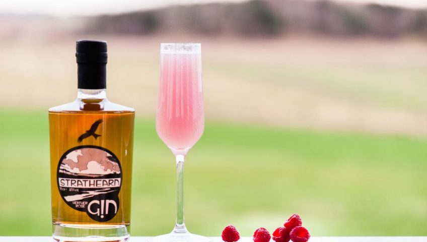 Wedding Drinks | Gin Cocktails | Strathearn Heather Rose Gin & Prosecco