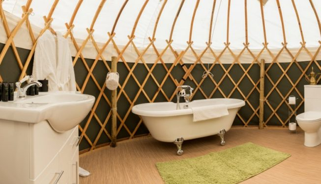 Yurt Heather with en suite bathroom and roll top bath
