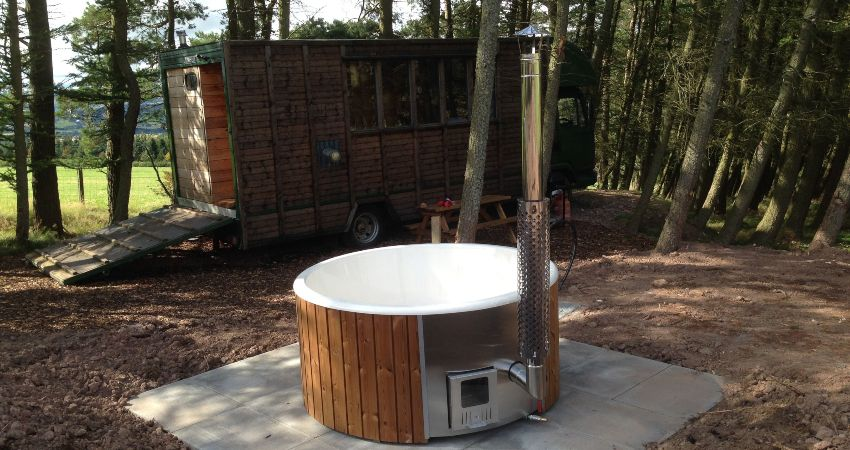 Juniper offers glamping with a hot tub, in the heart of Scotland